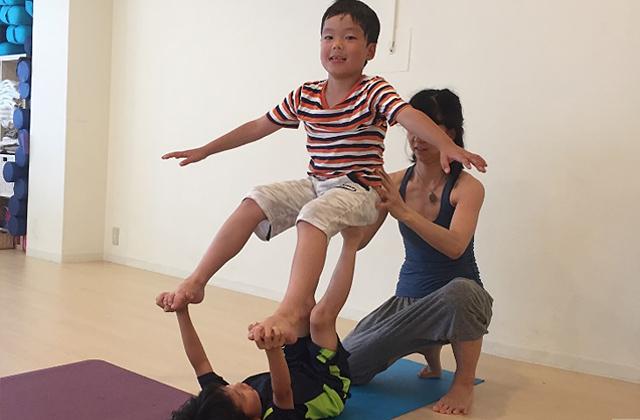 小学生向け運動機能を高めるためのキッズジム&ヨガ